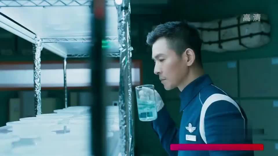 中国小伙挑战在外星种菜,还真发芽了!可惜根部遭遇基因突变!