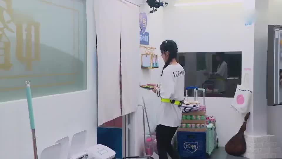 《中餐厅4》赵丽颖很担心餐厅营业吃不下饭,心疼颖宝