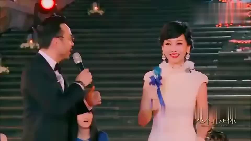 赵雅芝一身仙气来袭,一旁刘嘉玲都不淡定了,太仙了!