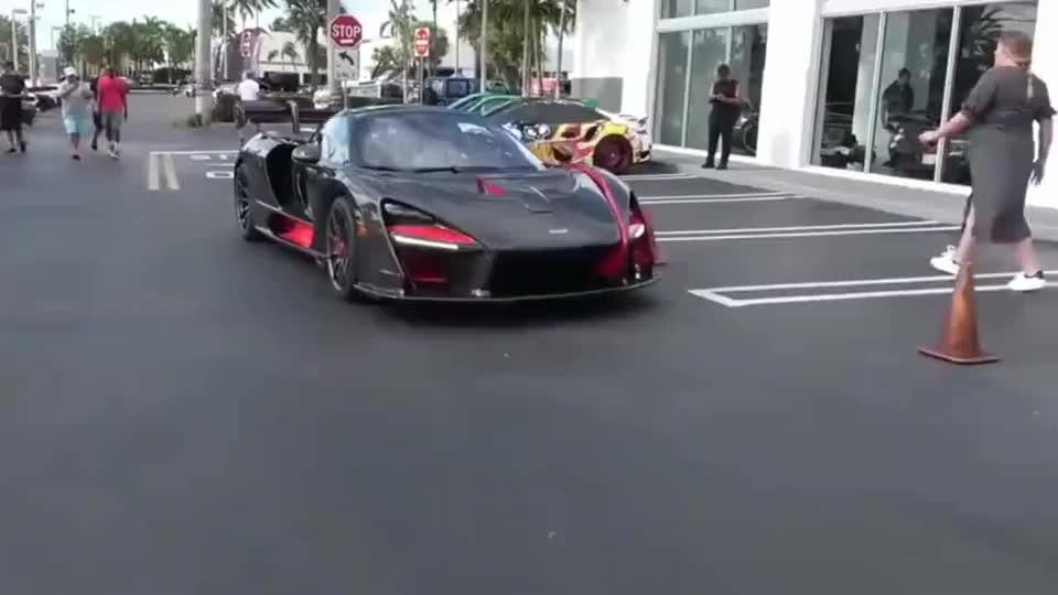 炫酷的车身造型外加惊人的动力!迈凯伦塞纳超级跑车