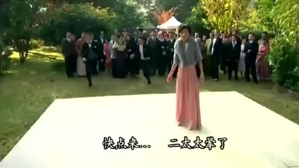 名媛望族:赛凤凰在舞会上被抛弃,全场的人都在看她当小丑