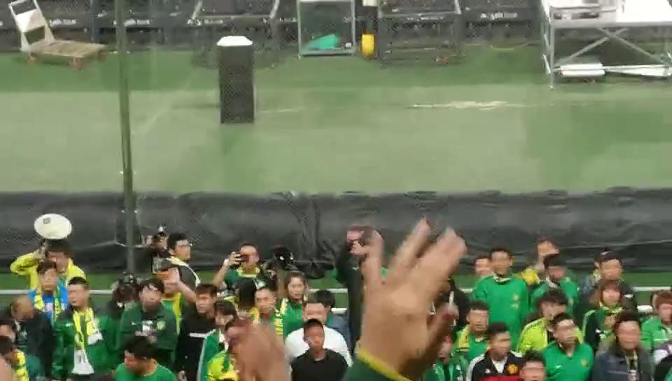 中超联赛北京国安VS上海上港,4万8千球迷助威看台互讴太壮观了