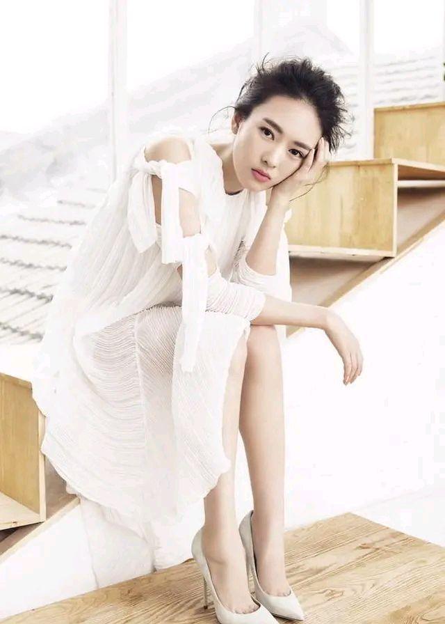 童瑶精美壁纸:天生丽质,优雅时尚!