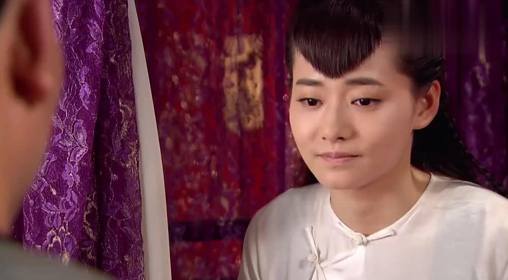 小梅生病郑板桥贴身照顾,还作诗给她解闷,小梅感动的流泪