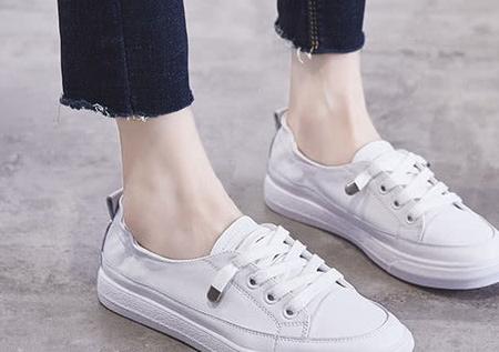 """00后只会校服配""""小白鞋""""?最近火了款""""摇摇鞋""""校园C位稳了"""
