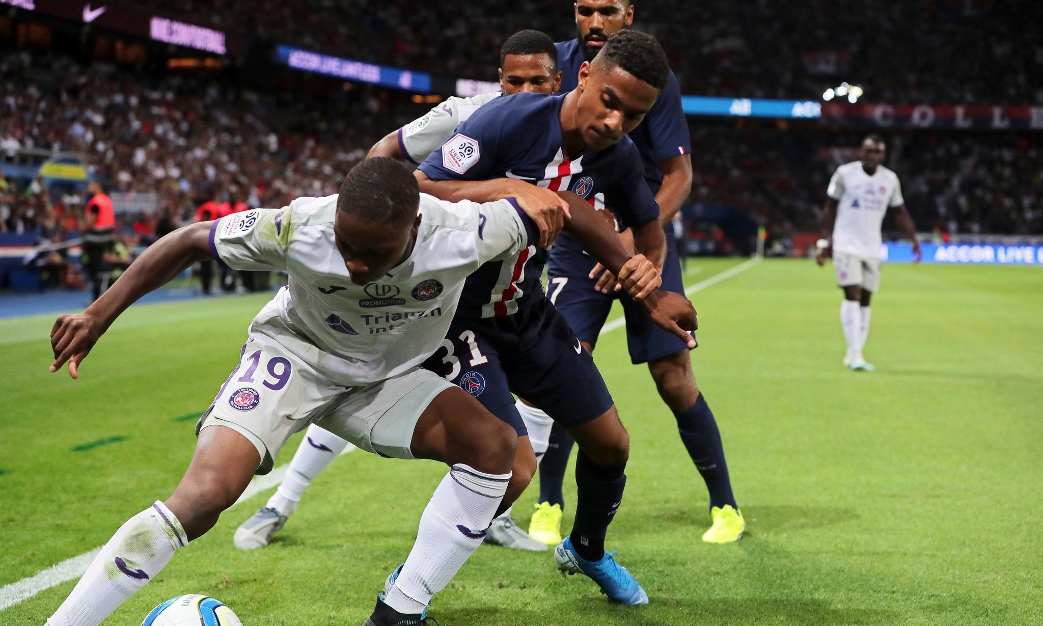 足球——法甲联赛:巴黎圣日耳曼胜图卢兹(2)