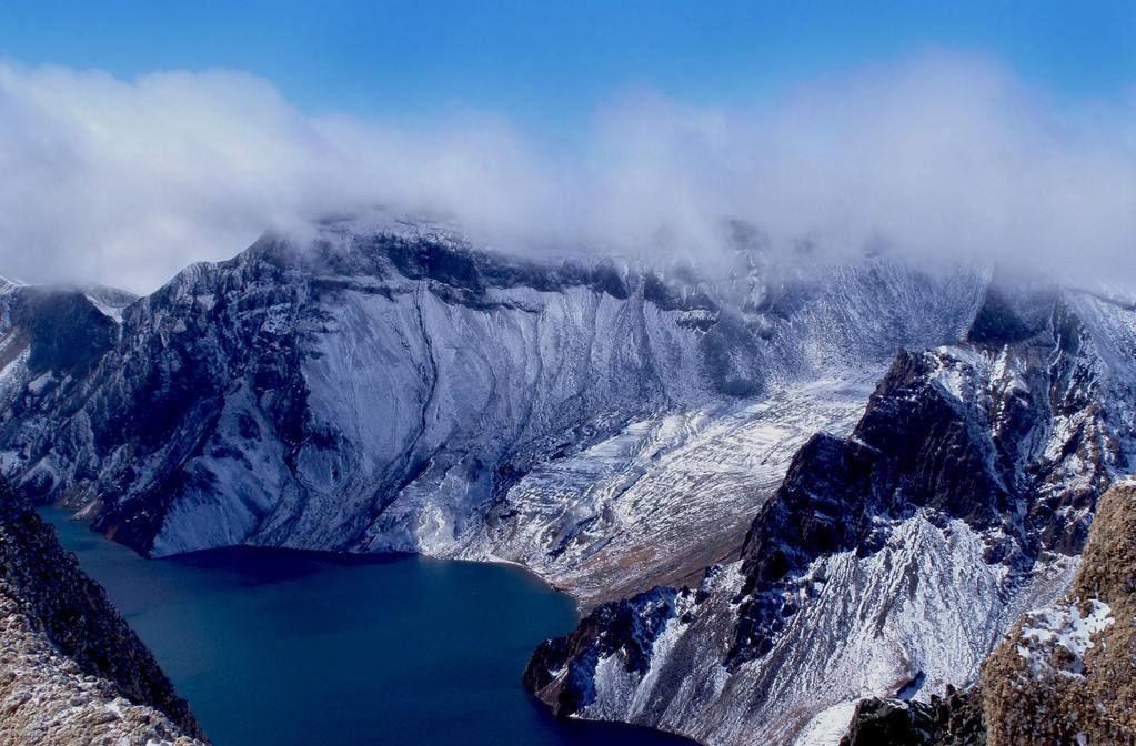 长白山脉每年都会吸引很多的人,是一个很好的旅游景区