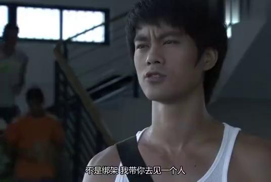 美女告诉李小龙自己的家底,李小龙:你当初为什么住贫民窟