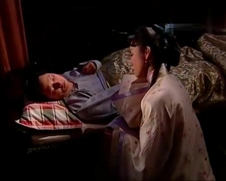哑巴照顾重病丈夫,为不让自己睡着竟用针来提神,真狠得下心啊