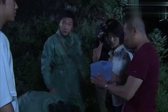 小组进入山洞,林涵的防护服破了,她会没事吗?