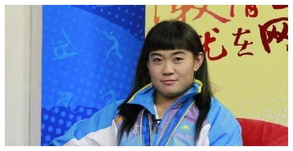 忘本!举重天才姚丽,改籍夺冠后称自己不是中国人,拒绝中文采访