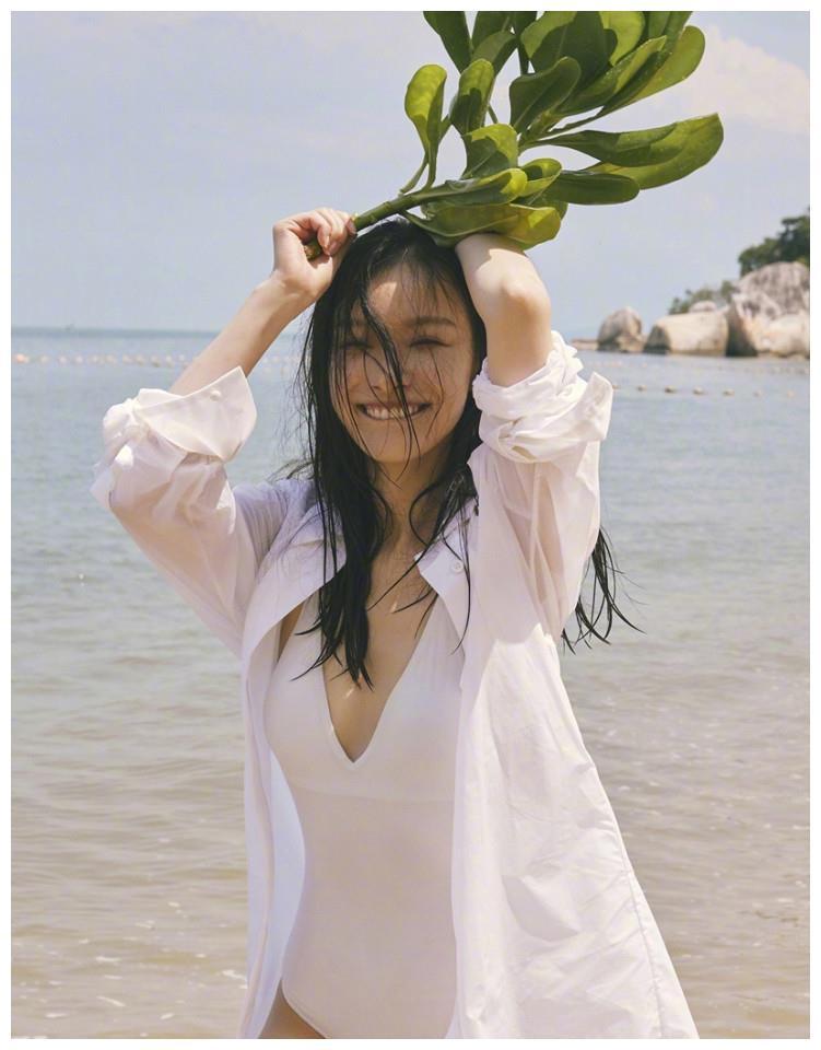 女明星倪妮马来西亚海滩满满的夏日气息写真