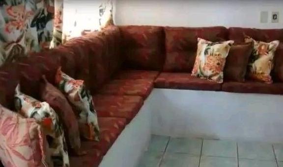 沙发不用买了!老瓦工还能用红砖砌沙发,舒适程度一点也不差