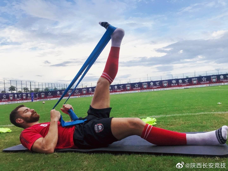 陕西大秦之水俱乐部球员备战中甲第三轮与浙江绿城的比赛