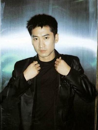 周杰:毕业于上海戏剧学院,中国内地男演员、国家话剧院演员!