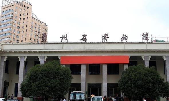 在贵州省博物馆中显示的老古董表明贵阳是一条隐藏的龙