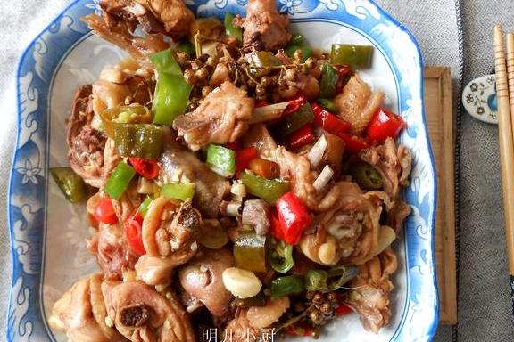 大厨为什么炒的辣子鸡好?只因为多放了这食材,又鲜又香又过瘾