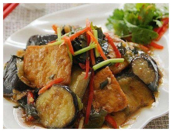 美食推荐:毛豆鸡丁,豆腐焖茄子,辣子三宝的做法