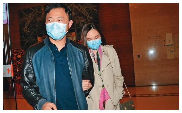 吴佩慈生4娃仍未婚,男友被曝欠巨款飞港陪伴,这样还挤不进豪门