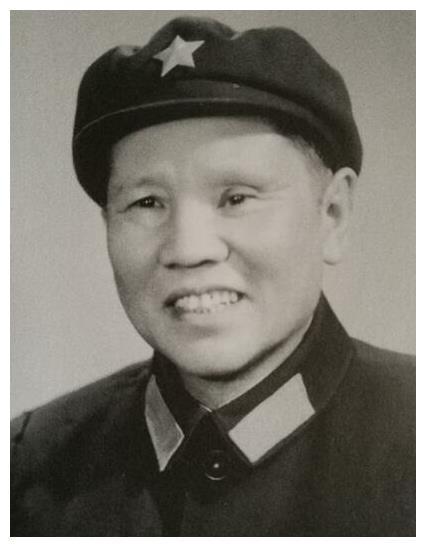 他是开国上将,也是北京军区首任政委,第一个要求退出领导岗位