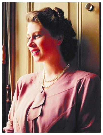 英女王见明星——朱莉谦恭,温丝莱特端庄,哥哥温润,小贝迷人