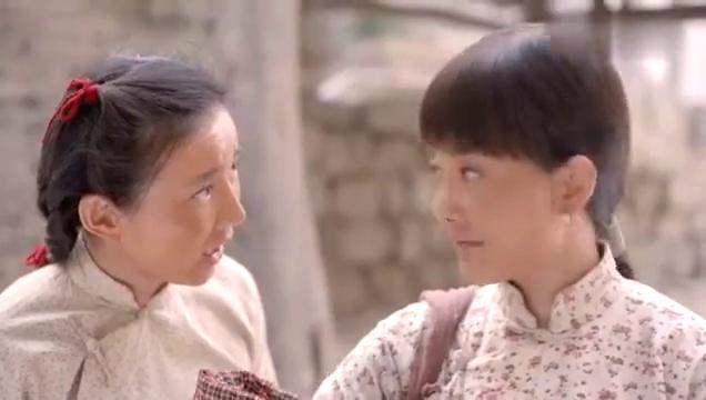老农民:靓妹竟带着孩子回村,还说是捡的,大家伙真的不敢信!