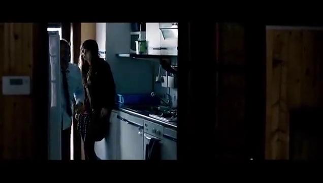 叛谍追击:女儿对突如其来的一切不知所措,洛根耐心呵护着她