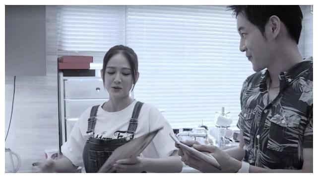 陈乔恩邀男星来家互动亲密,包肉粽料足还放萝卜干,15分钟会熟?