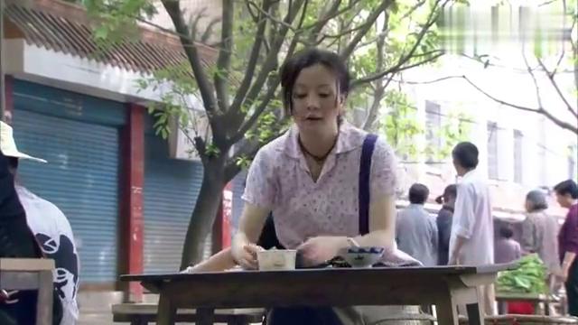 家有大姐:女子相中路边摊的茶碗,低价收购,爷爷看出价格不菲!