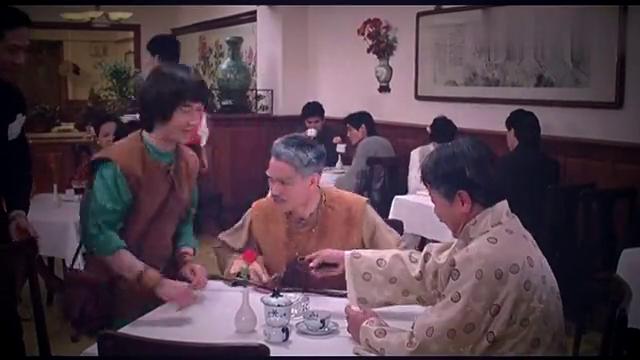 任老爷点咖啡,九叔也要喝,结果一黑一白不知先喝哪杯