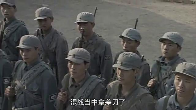 李大本事新兵见见东洋刀,让新兵都摸摸,明个上了战场见鬼子不怂