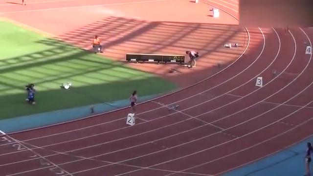 日本田径锦标赛女子4×400m接力赛决赛,姑娘们赢得比赛后真高兴