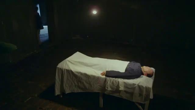 日本人不仅逼死了蓝胭脂的父亲还让她杀了冯曼娜
