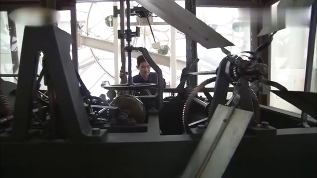 外滩海关大钟守护人,20多年的守护,见证上海的过去与未来
