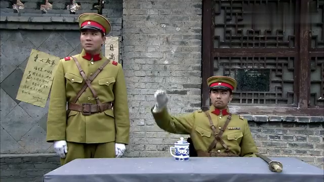 外国女特种兵埋伏屋顶,日军少将头发都不敢露,国际营救开始了