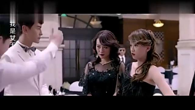 女孩参加前任婚礼,她带2个闺蜜穿了一身黑衣服来袭,霸气