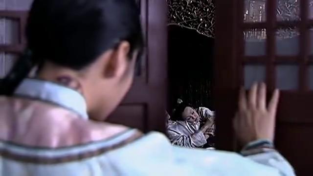 儿媳推开房门,撞见婆婆和小叔子私会