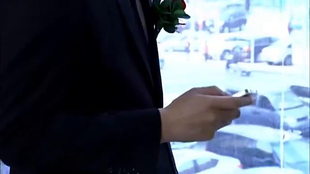 婚礼当天新娘失联,丢下新郎独自面对尴尬场面,气人!