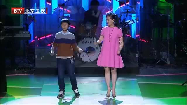 雷佳吴骏飞合唱《阿里山的姑娘》,和声太好听了,感动全场观众