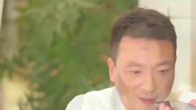 央视主持人康辉结婚20年,没想到妻子却是她,网友:藏得够深!