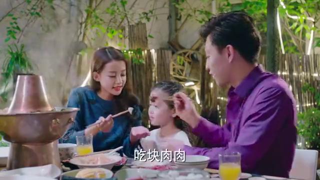 因为遇见你:一家人涮火锅,乐童成为团宠,不愧是小可爱