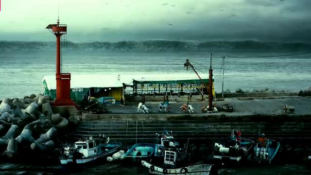 大海突发奇象,游客疯狂逃离,场面堪比2012世界末日