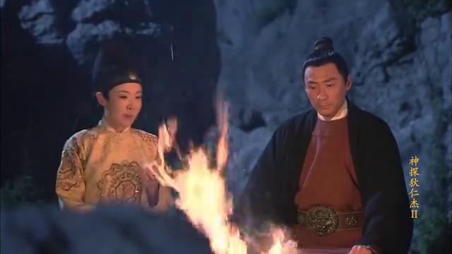元芳在野外办案,公主却要跟随与他,还要帮助他查案