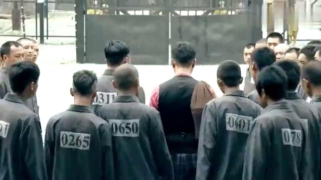 一代枭雄:小伙出狱,黑白两道夹道欢送!就连监狱长都来送行!