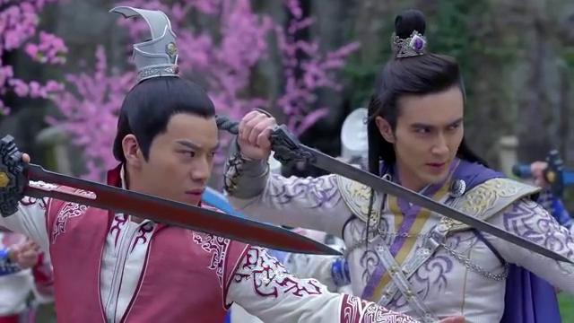 玉儿提出要见丁隐,张琪说出建议被丹辰子驳回,众人上前打斗