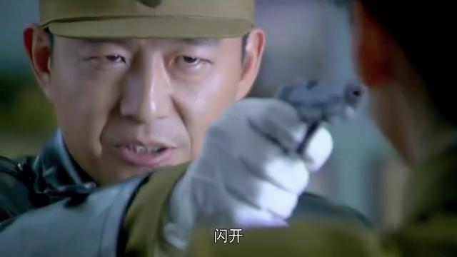 狐影:下令枪毙雷震,他并没有反抗,这时朱丽娜把事告诉了李司令