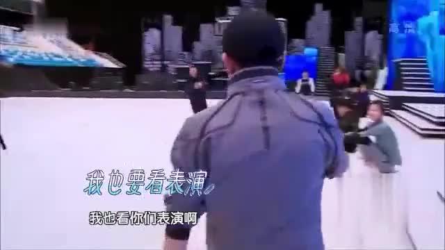 双人滑冰完美展现高难度动作,全程扶着下巴看!