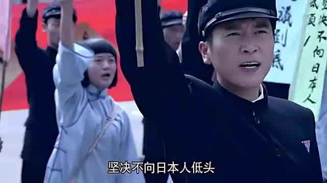 爱国小伙被日本人无辜囚禁,大学同学集体抗议,这份情义值千金