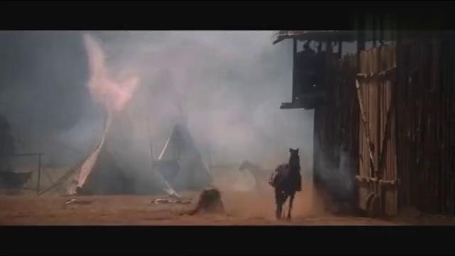 经典西部片:营地遭印第安人围攻,弹药库被一枪打爆炸