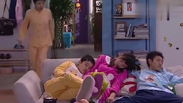 家有儿女:刘梅绝招失效了,立马趴下睡着了
